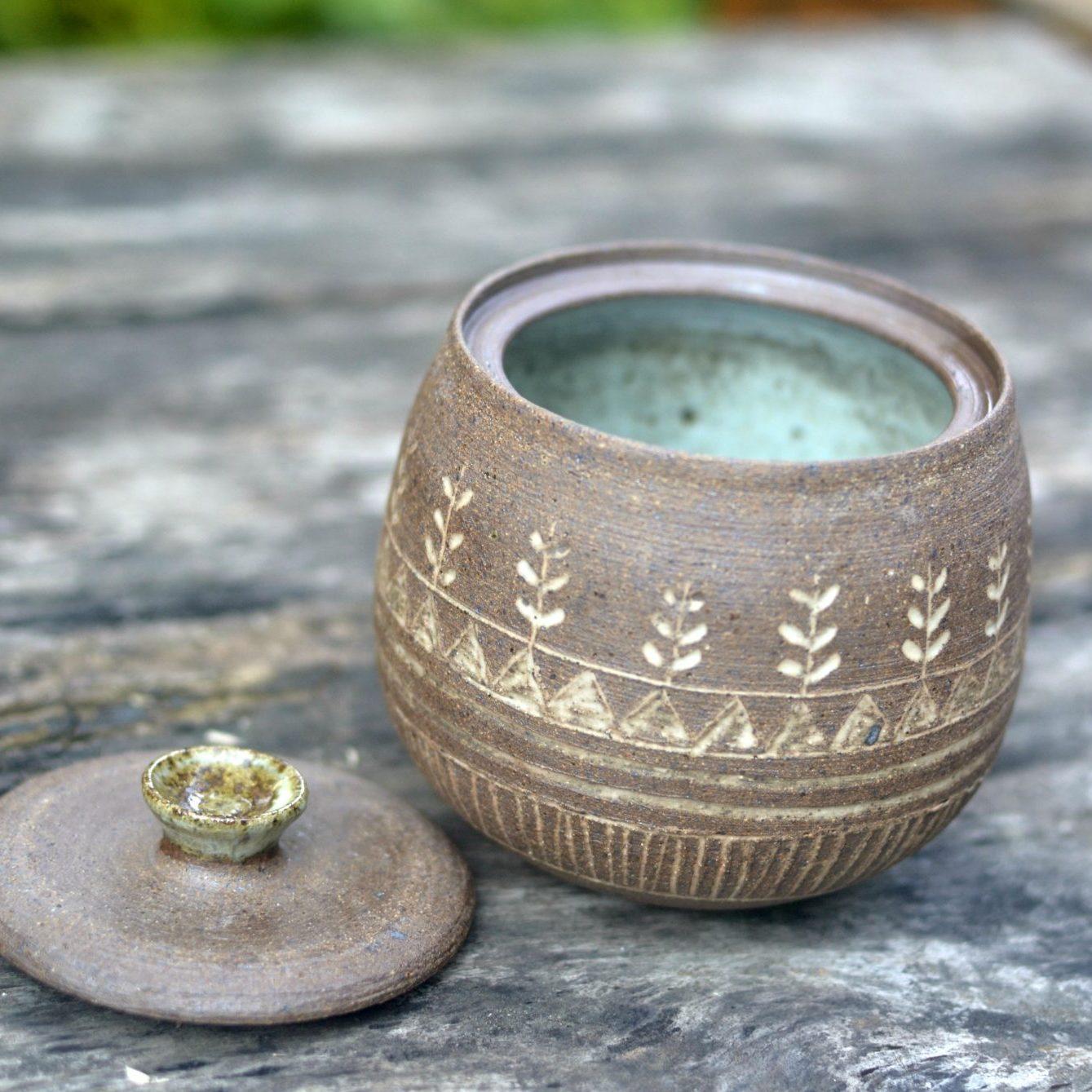 Kellys clay nuka carved jar